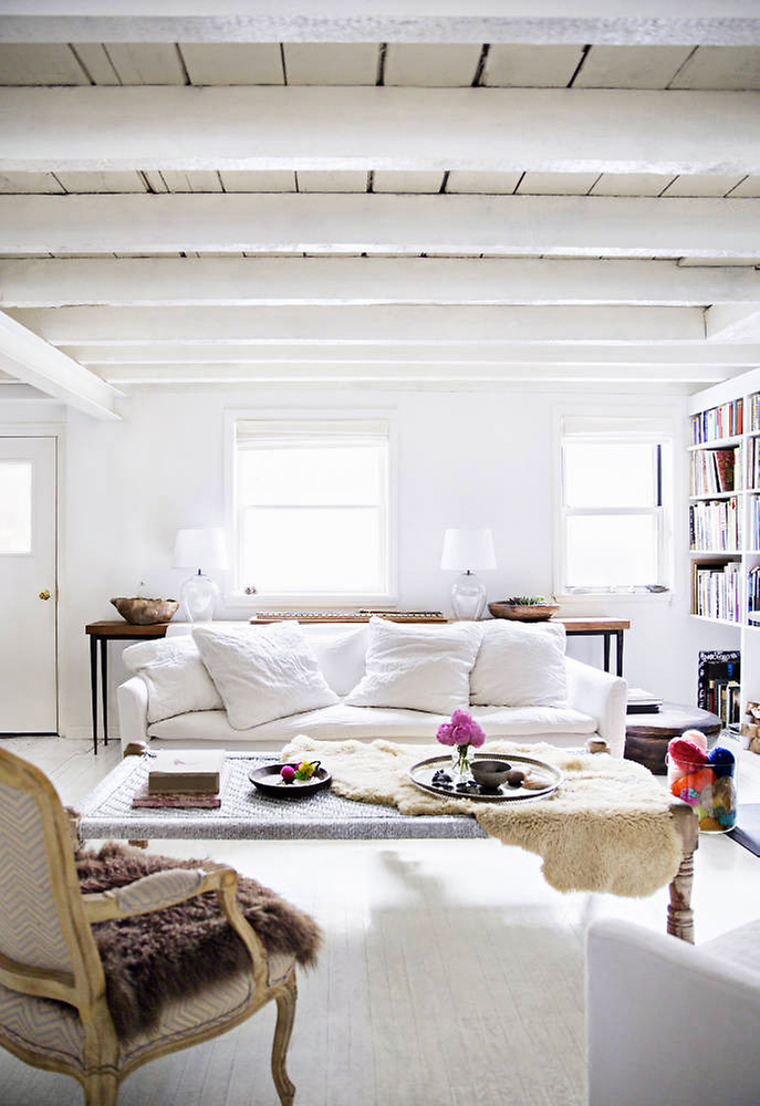 http://www.79ideas.org/2014/06/beautiful-white-house-with-artistic.html#.U47hE5SKV68