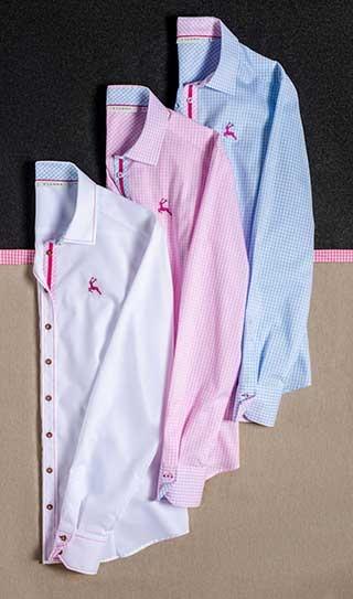 Es muss nicht immer ein Dirndl sein: Diese Bluse von ETERNA zu einer Lederhose oder Jeans, und das Wiesn-Outfit ist perfekt!
