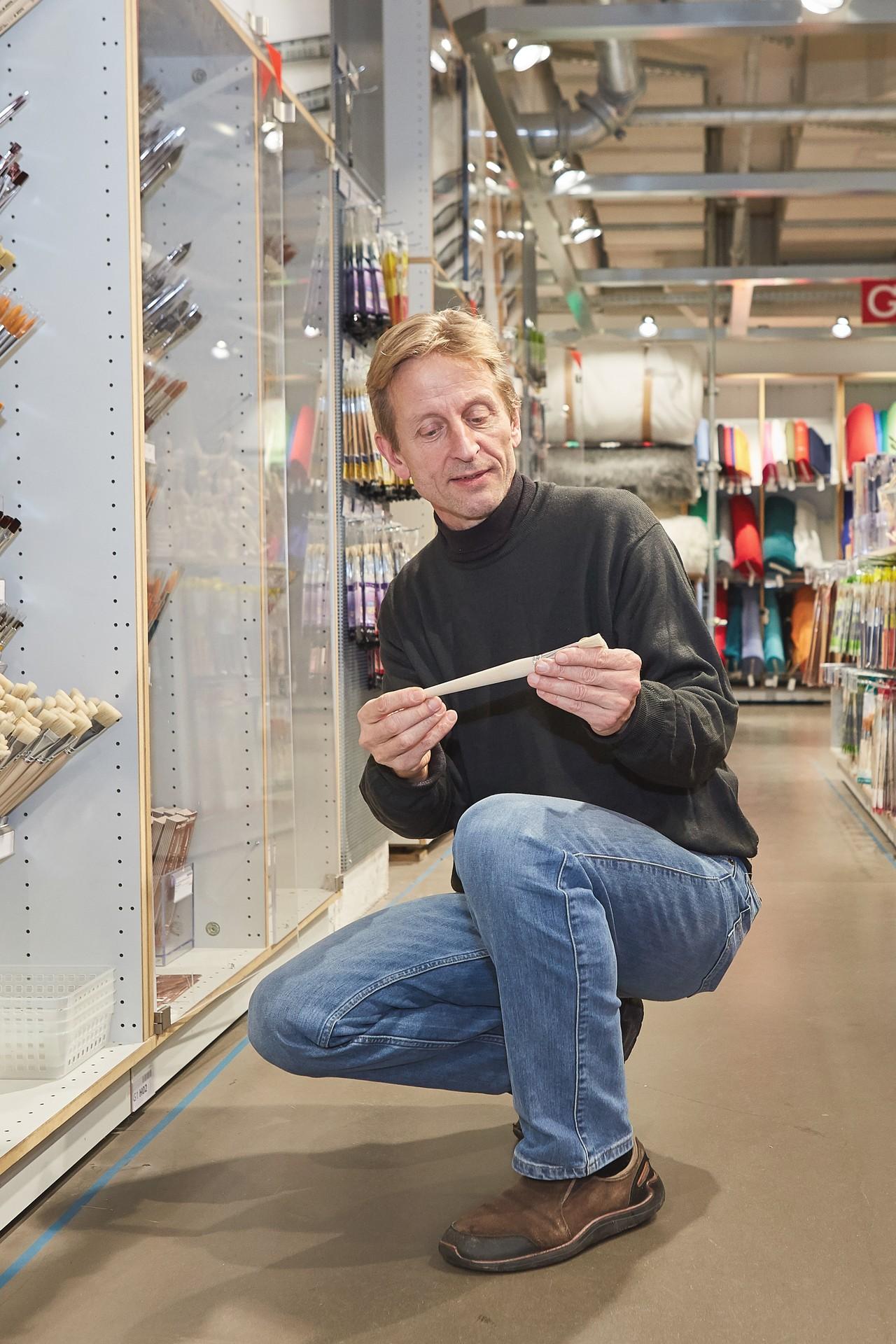 Modulor Geschäftsführer Christof Struhk im Laden am Moritzplatz