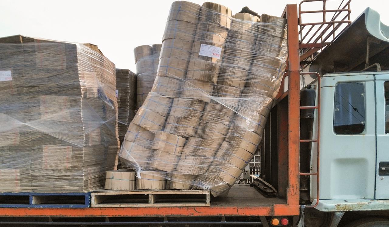 Verrutschte Ladung auf LKW Ladungssicherung