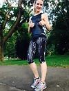 Julia bei einer Laufeinheit im Park