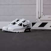 ON THE STREET: Nike AIR MAX 90