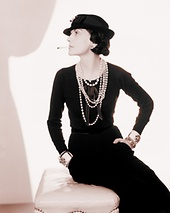 "Quelle: flickr.com/Ken Hudon, ""Coco Chanel 1935"" (Photo Man Ray)"