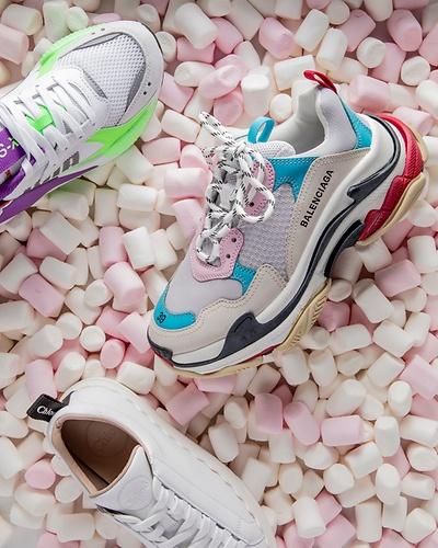 Über 10.000 Paar Schuhe von Topmarken & Luxusbrands