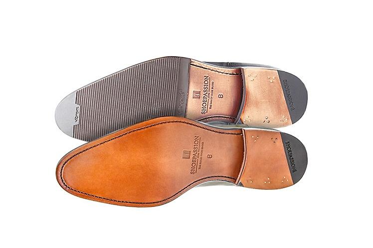200a3f14fc3b Chaque amateur de chaussures se pose au moins une fois dans sa vie cette  question existentielle   patin ou pas patin   Doit-on laisser la semelle en  cuir ...