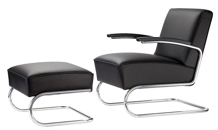 Zu Ihnen Gehört Der Voluminös Gepolsterte Sessel Mit Fußhocker Von 1932.  Noch Heute Ist Er Vielen Ein Lieblingsplatz Zum Zeitunglesen.