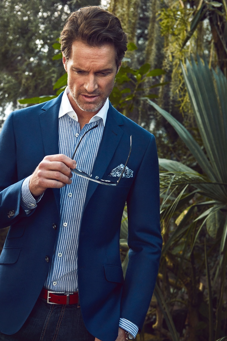 The brand jumps on this seasons trend and uses blue as the main color of  the spring/summer collection. Discover our wide assortment of shirts for  men in our ...